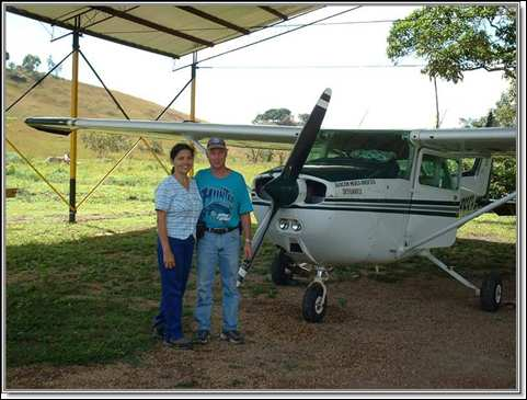 Neiba and Bob Norton by the AMA Venezuela mission plane